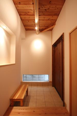 名古屋市 一社の家 玄関 木を見せる